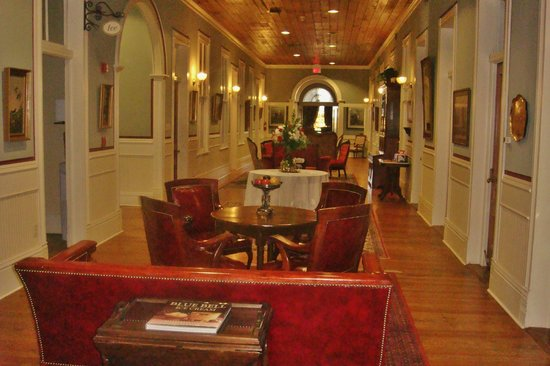 Ant Street Inn: Upstairs Parlor