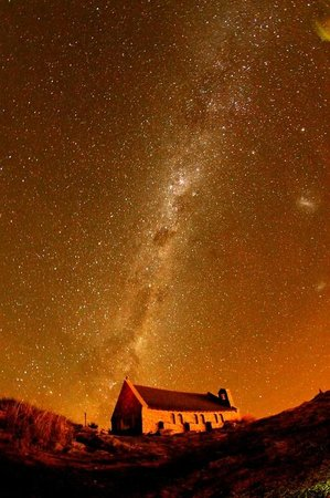 LakeFront Backpackers Lodge : night sky from church. just a short walk