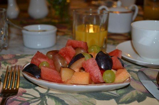 Lanterns Retreat: Fruit salad!