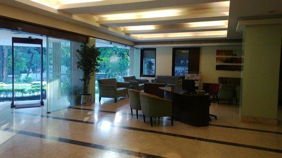 Ashraya International Hotel: Reception