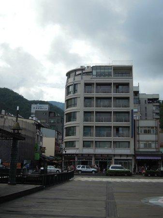 Huyue B&B: Front side hotel