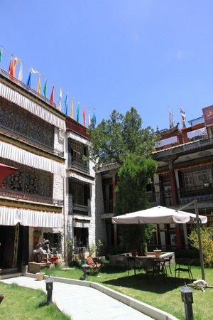 Tibet Gorkha Hotel: Outside of hotel