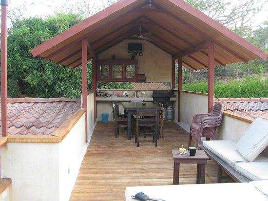 Harry's, El Escondite : Upper level tanning/eating area.