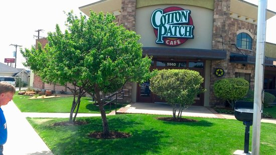 Cotton Patch Cafe: Front