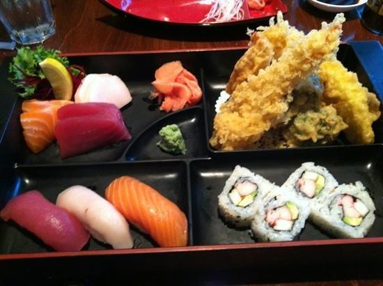 Sushi-Thai of Naples: Sushi, sashimi & shrimp tempura lunch, includes miso soup or salad & rice