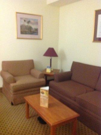 BEST WESTERN Gateway Grand: suite part of room.