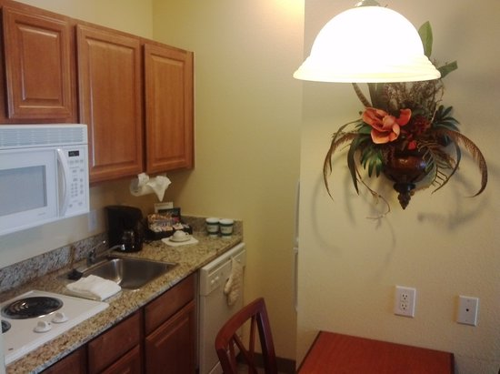 Homewood Suites by Hilton HOU Intercontinental Airport: 機能的なキッチン