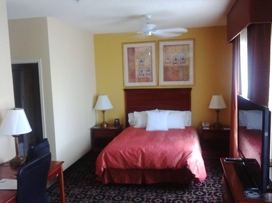 Homewood Suites by Hilton HOU Intercontinental Airport: 快適なベッド