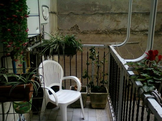 Hotel Giuliana: The patio, my moment of zen :)