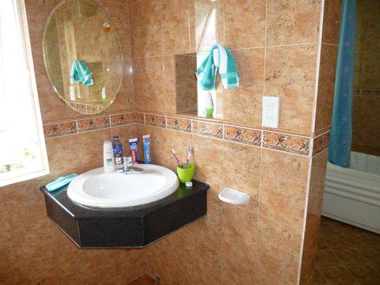 Sunny C Hotel: The bathroom