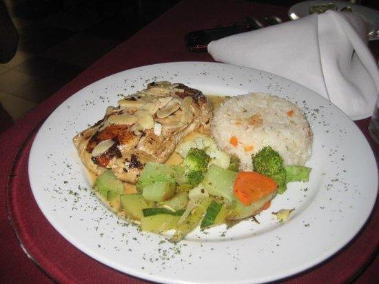 La Perla Hotel: pollo