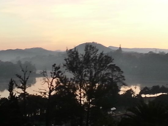 Dalat Palace Heritage Hotel: Unbelievable view at 5.30AM from front steps