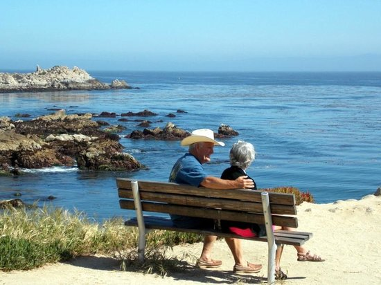 Monterey Bay: Plenty of places to sit and enjoy the view