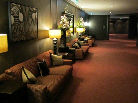 Hilton Queenstown Resort & Spa: Hallway to Wakatipu Grill
