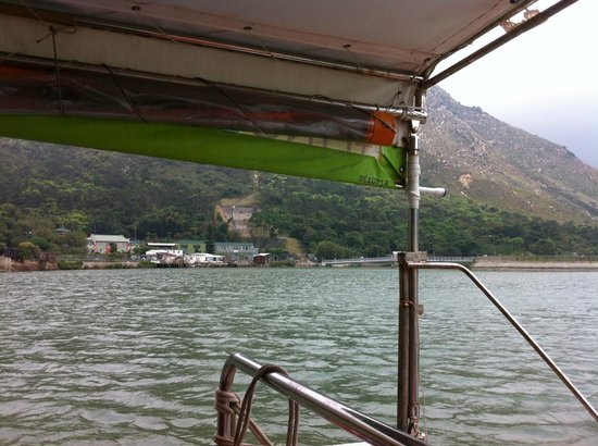 Tai O: sailing around the village