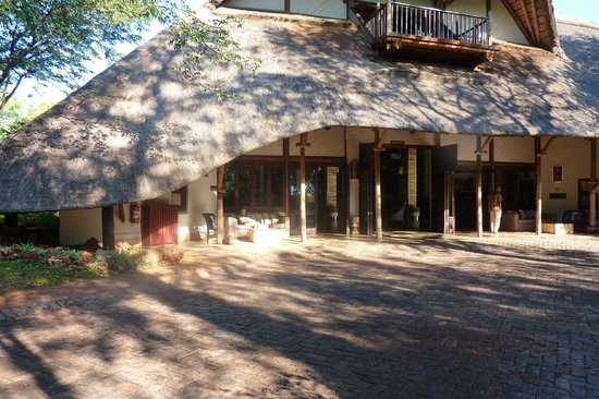 Victoria Falls Safari Lodge: view of the reception entrance area