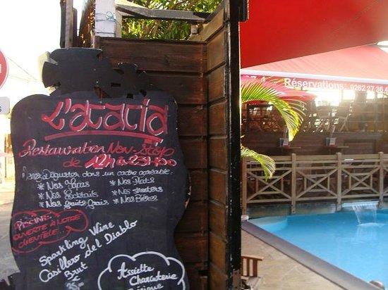L'Acacia : menu et piscine