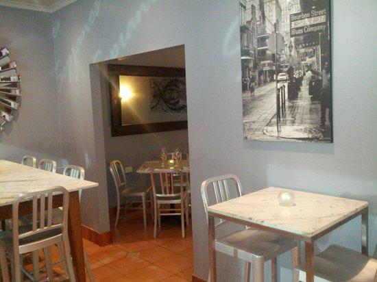 Sopranos Pizza Mosman: Ambient dining