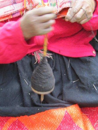 Awamaki: at work spinning the wool