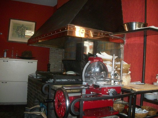 The open charcoal grill in the restaurant. - Picture of De Koetse ...