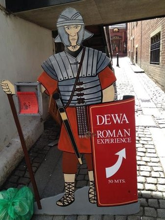 Signage pointing to Dewa Roman Experience entrance