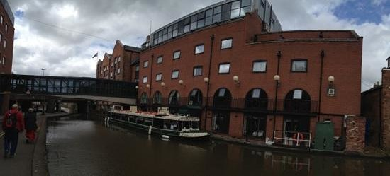 The Mill Hotel: Hotel and adjacent Shropshire Union Canal