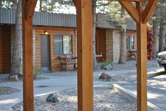 West Winds Lodge : outside area