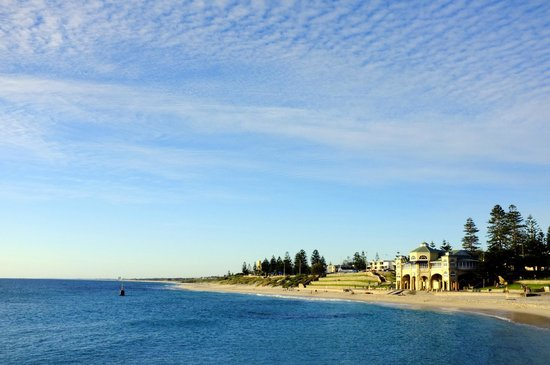 Cottesloe Beach: blue sky