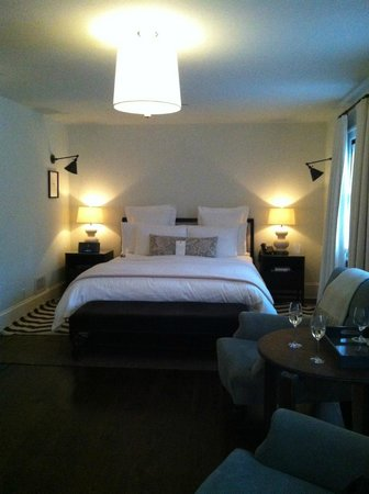 Bedford Post Inn: Our beautiful room