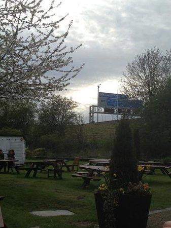 Moor Mill Beefeater: beer garden