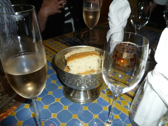 The Dining Room: selbstgebackenes Rosmarienbrot