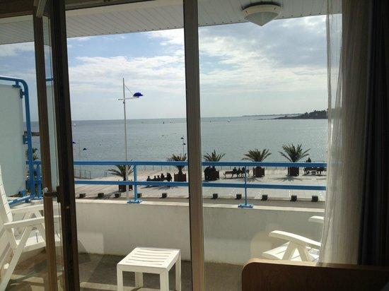 Pierre & Vacances Résidence La Corniche de la Plage : Vue du séjour.