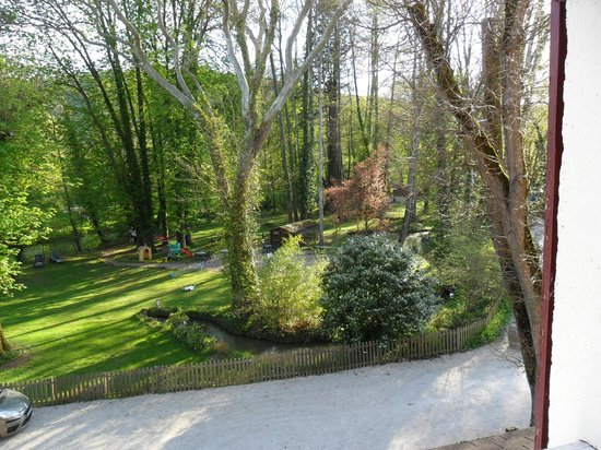 Logis Auberge le Voutenay : view from our room across the gardens