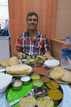 Saravana Bhavan: and my husand loves thali too