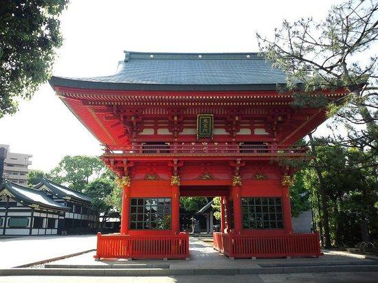 Anahachimangu: 流鏑馬の像がまつられている門