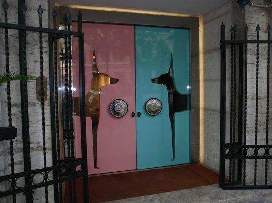 Grand Hotel Palace: entrée secondaire de l'hotel Boscolo