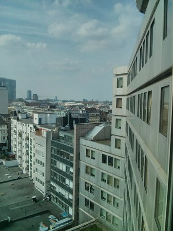 Hotel Nikko Dusseldorf: towards the North and Airport