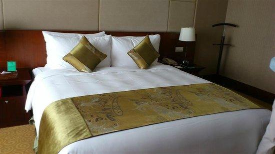Golden Hotel : Masterbed