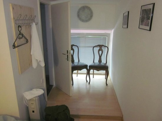 Hostel 24: Sitting area.