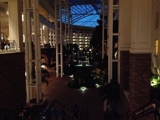 Gaylord Opryland Resort & Convention Center: Hotel at night