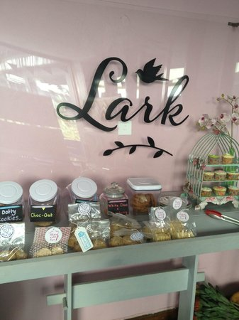 Lark Cafe : Biscuits & cakes