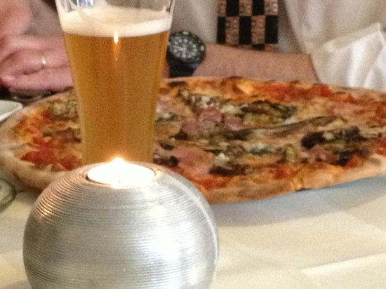 Der Italianer: pizza too big to fit on the plate and too big for even the worlds greatest pizza fan to finish!