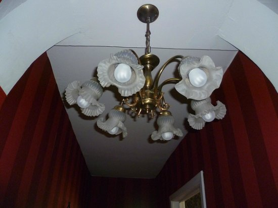 Next Door Bed & Breakfast: This light in the Master Suite was a lovely feature