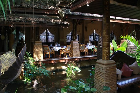 The Baray Villa : We had the anniversary dinner and two breakfast at the restaurant