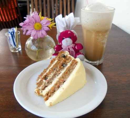 Lilly's Cafe: Carrot Cake at Lily's