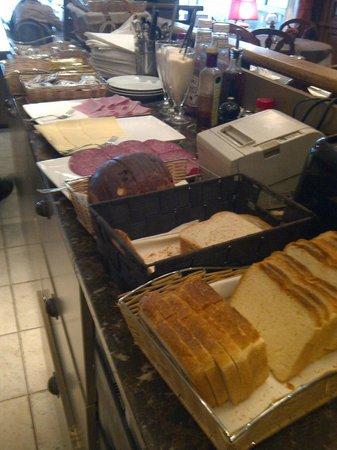 Central: Breakfast buffet - self service