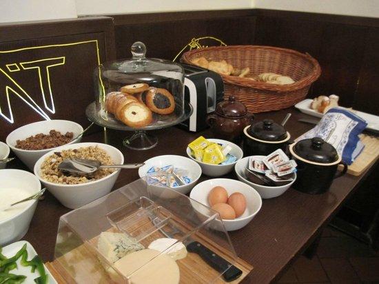 Lokal Inn: 朝ご飯。早めに行った方がいいです。