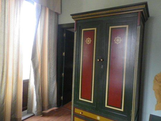 Plaza Nueva Hotel: L'armoire
