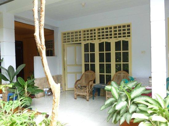 Riana Guest House : Terrasse