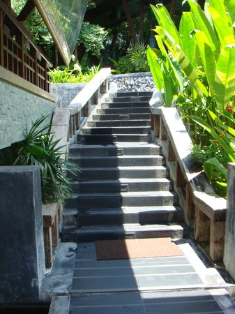 Nora Buri Resort & Spa: Stairs from Lobby